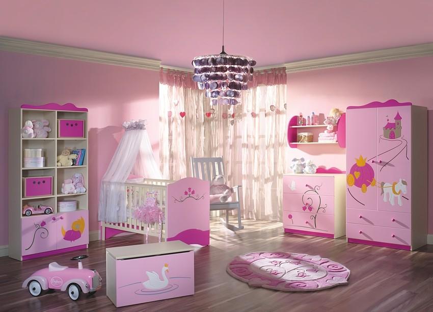 Jak udekorowa pok j noworodka dekoracje dla wymagaj cych for Kinderzimmer komplett poco